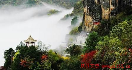 这里是整个自然风景区景观最集中的地带,秀峰高耸,石笋林立,千姿百态